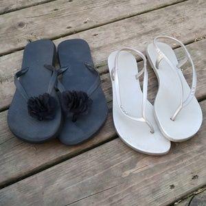2 pairs of Flip Flops